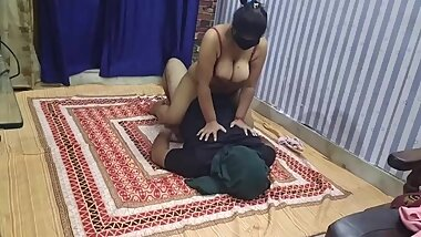 PAKISTANI WIFE IN SEXY LINGERIE BLOWJOB