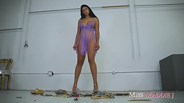 LATINA GIANTESS DESTROYS AN ARMY -- Miss Maddie