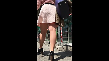 Milf in short black skirt and nude pantyhose upskirt