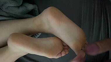 Cum on her beautiful soles