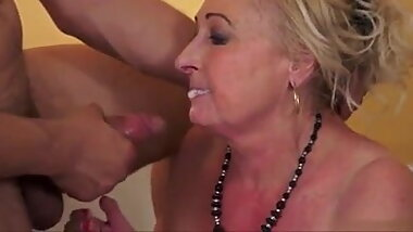 Old Blonde Granny is a Fantastic Lay
